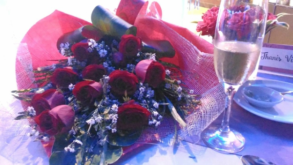 Valentine's Day Dinner in the most Romantic Restaurant in Cebu - A dozen of red roses